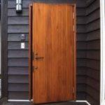 木製の玄関ドアの塗装やワックス等の手入れや価格とデメリット!