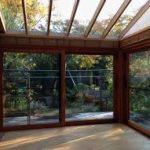 サンルームの屋根の素材と修理や交換費用や事例!雪や日よけ対策に