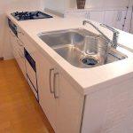 人造大理石製キッチンの掃除で黄ばみ汚れや傷などのデメリット!